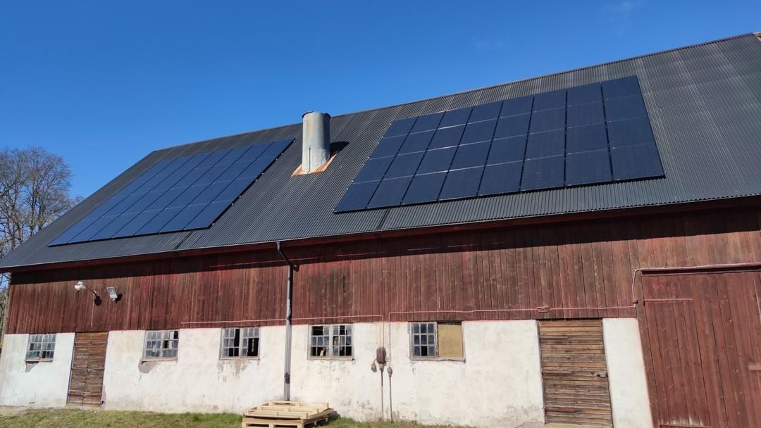 Solpaneler på ladugård Ljungby, Solsystem