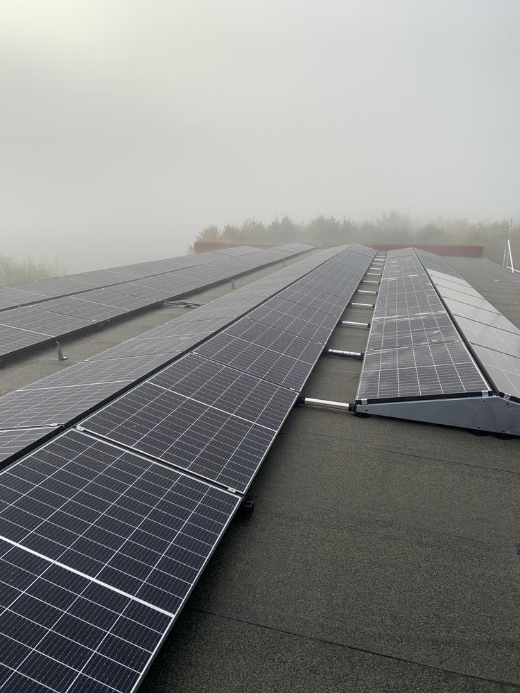 Solpaneler på industrifastighet