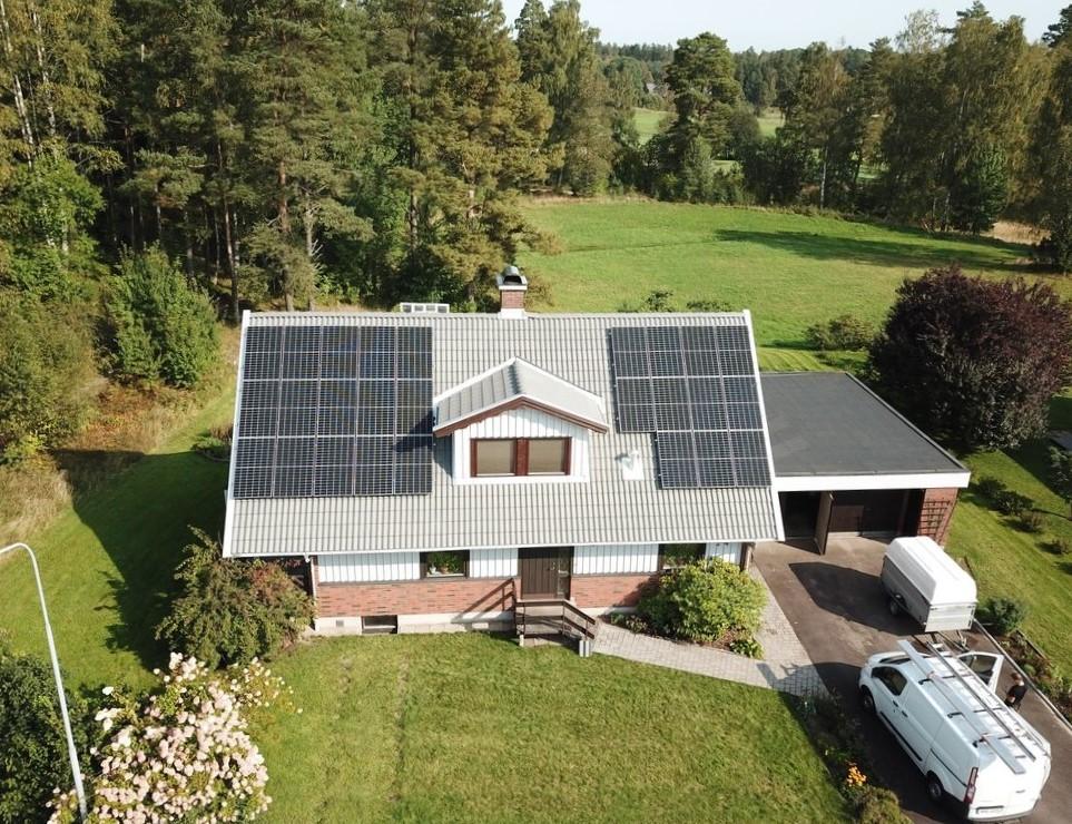 Solpaneler på villa Lagan, Solsystem