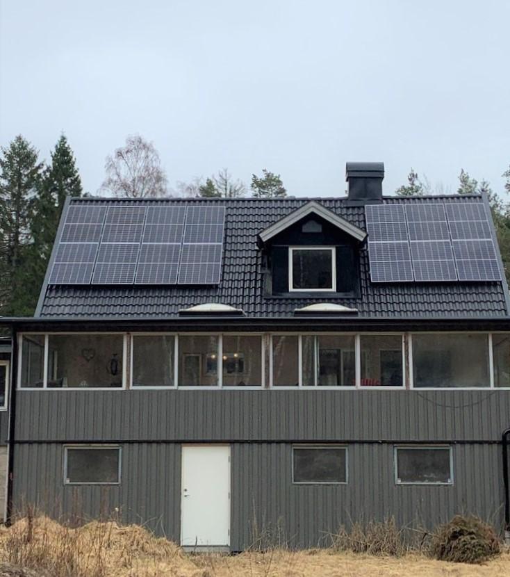 Solpaneler på villa Halmstad, Solsystem